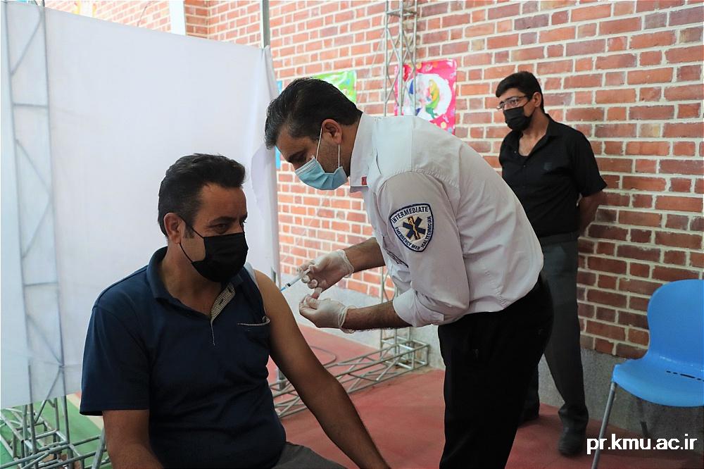 a (3)-گزارشی از روند فعالیت مراکز واکسیناسیون در سه شهرستان راور،کوهبنان و زرند
