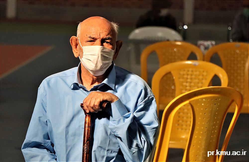 a (8)-گزارشی از روند فعالیت مراکز واکسیناسیون در سه شهرستان راور،کوهبنان و زرند