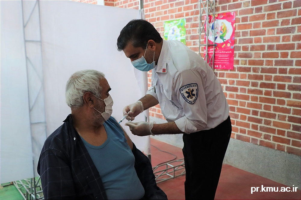 b (7)-گزارشی از روند فعالیت مراکز واکسیناسیون در سه شهرستان راور،کوهبنان و زرند