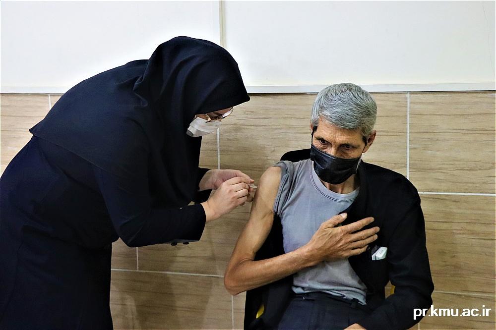 f (4)-گزارشی از روند فعالیت مراکز واکسیناسیون در سه شهرستان راور،کوهبنان و زرند