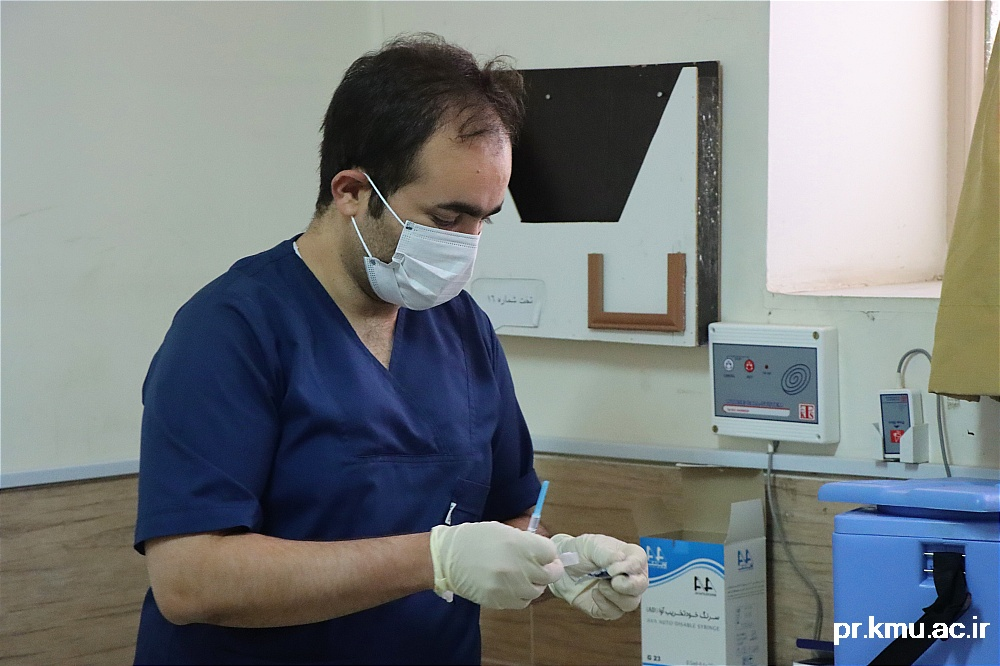 f (8)-گزارشی از روند فعالیت مراکز واکسیناسیون در سه شهرستان راور،کوهبنان و زرند